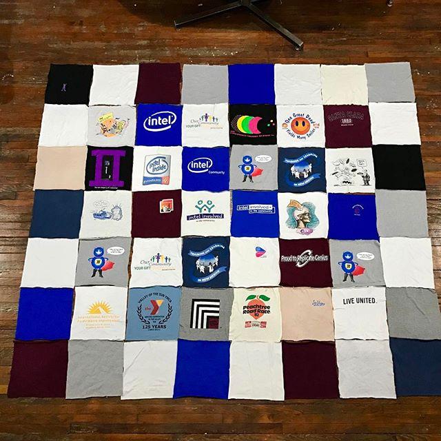 King size #tshirtquilt #intel #community #pentium4 @tshirtquilt #tshirt #memoryquilt #keepsakequilt #vintagetshirt #compfy #stitched #madeinnewyork #peachtree #roadrace #marathonjersey #upcyling