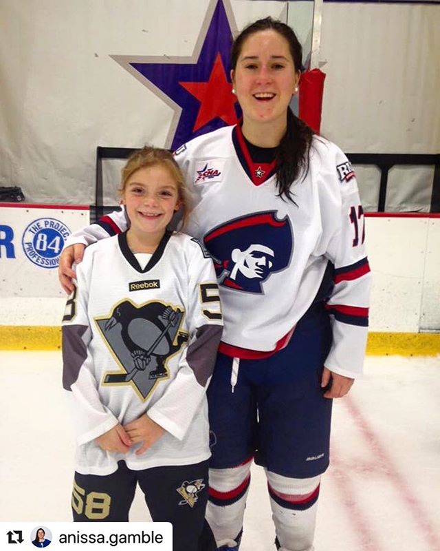 Thank you for the amazing article @pghhockeydigest . I'm grateful to be apart of the Pittsburgh community while studying and playing for @rmuwhockey - -link in my bio - -thumbs up nation starts now ! - #SheisMyhero #womenshockey #t1d