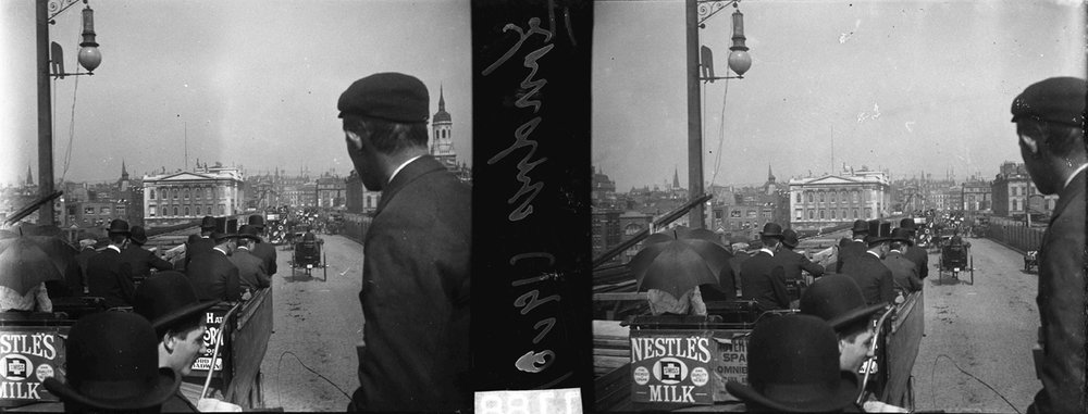 [Fig.3] Francisco Afonso Chaves (1857-1926) London 1903 View of a traveller on the first floor of a modern tramway