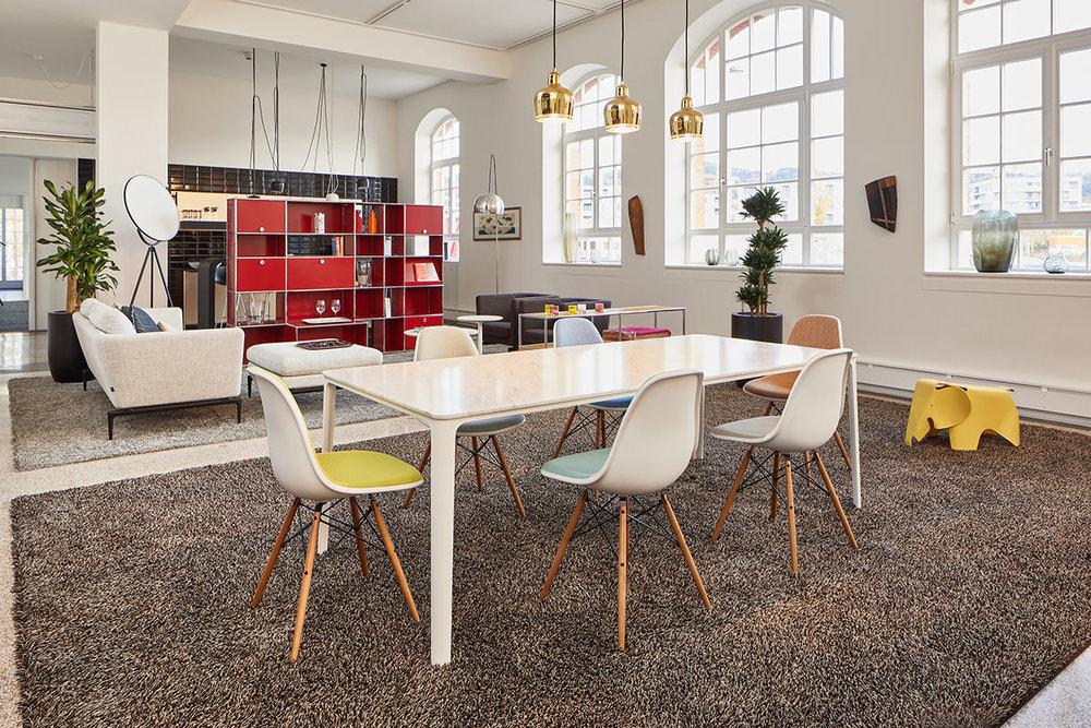 Showroom - Es gibt gar keine andere Chance, als im Showroom von Streit Service & Solution und den Möbeln von Vitra und USM kreativ zu werden. Breche aus, hör' auf mit tagen und fange an mit gestalten.