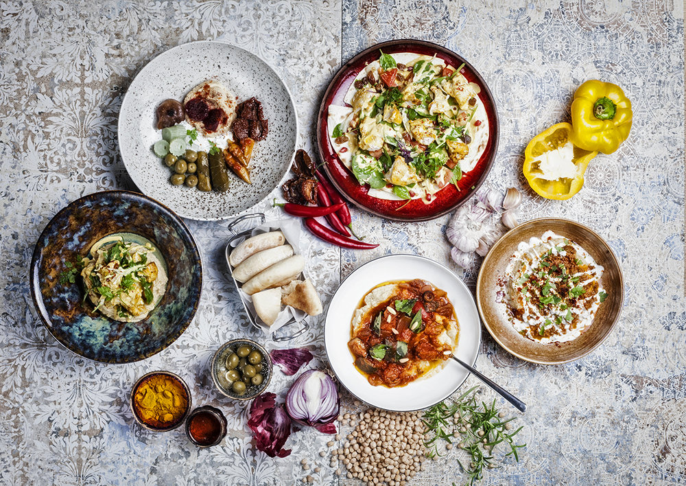 Crossover Cuisine - Jedinečný styl Crossover Cuisine spojuje lechtivé chutě Středozemí s hypnotizujícím aroma Blízkého východu. Pohyb na pomezí moderny a tradična; exotiky a konvence přináší gastronomický žážitek, jako žádný jiný.