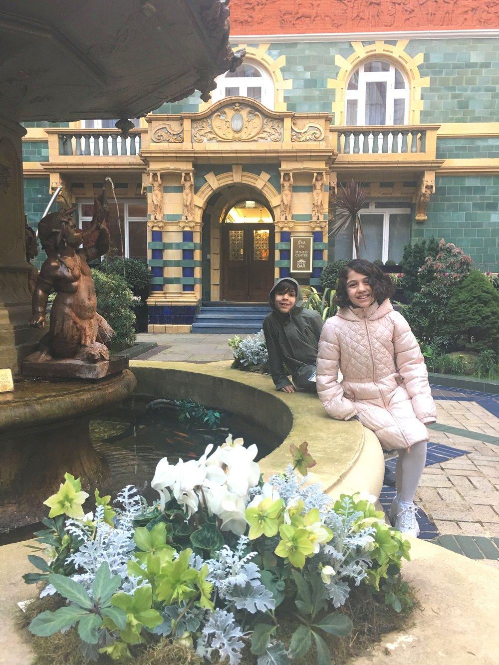 Beautiful courtyard of Taj 51