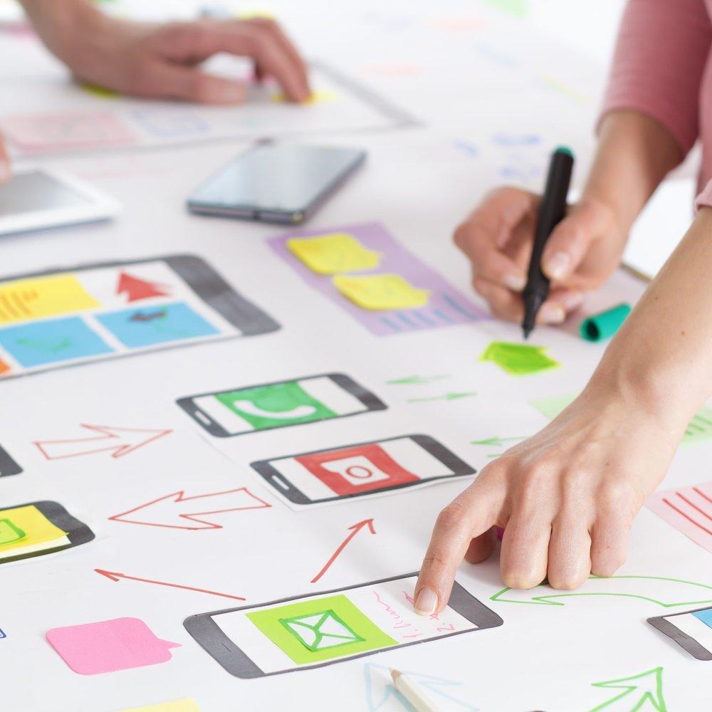 SERVICIOS - FRANCISCANA es un estudio de innovación y diseño de negocios especializado en Design Sprints.Ayudamos a los equipos a identificar el reto a resolver, crear una posible solución y validar la idea con usuarios reales.Hemos optimizado el proceso para que, si es necesario, el trabajo del equipo se acote a los dos primeros días del Design Sprint.