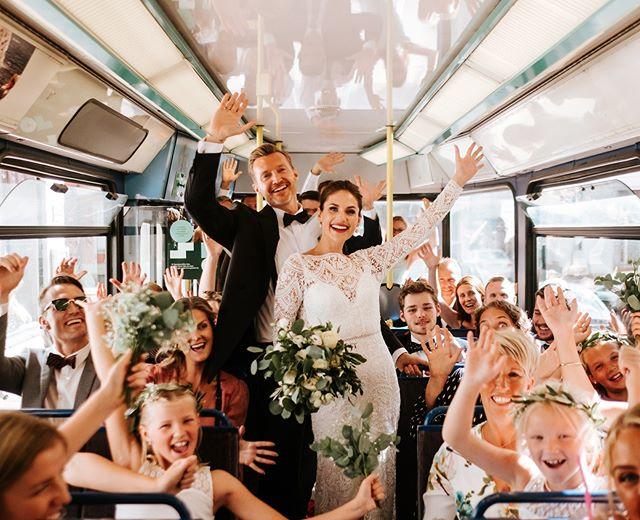 Gjør bryllupet deres personlig og unikt! Mariann og Vegard tok med alle gjestene på en trikketur fra kirken og til festlokalet! Husk at alt er love😄