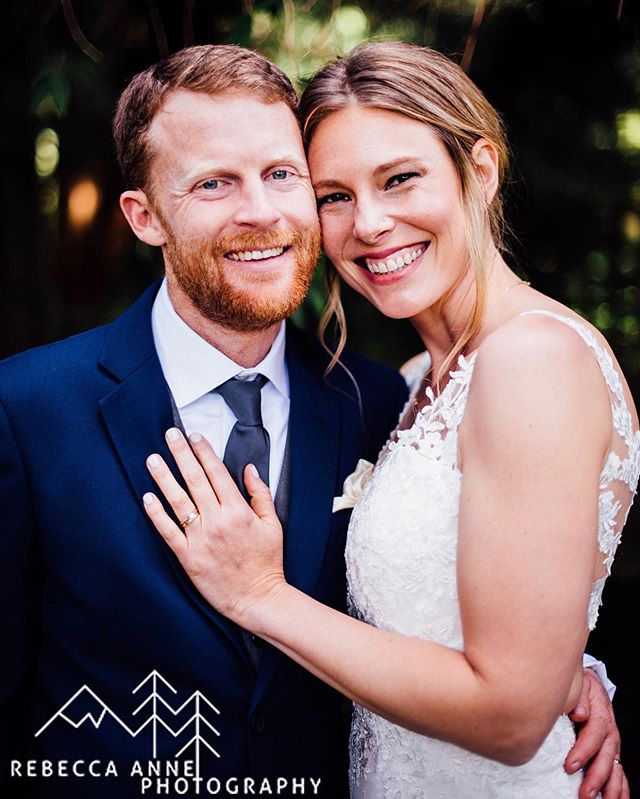 2019 wedding season is here! We couldn't be happier than to kick things off with this beautiful, fun, laidback couple. So happy for you Annie and Greg! Photos: @rebeccaannephotography  Venue, floral + coordination: @whidbeyislandweddings
