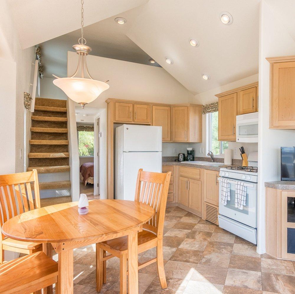 colorado-river-vacation-home-rental-table-kitchen.jpg