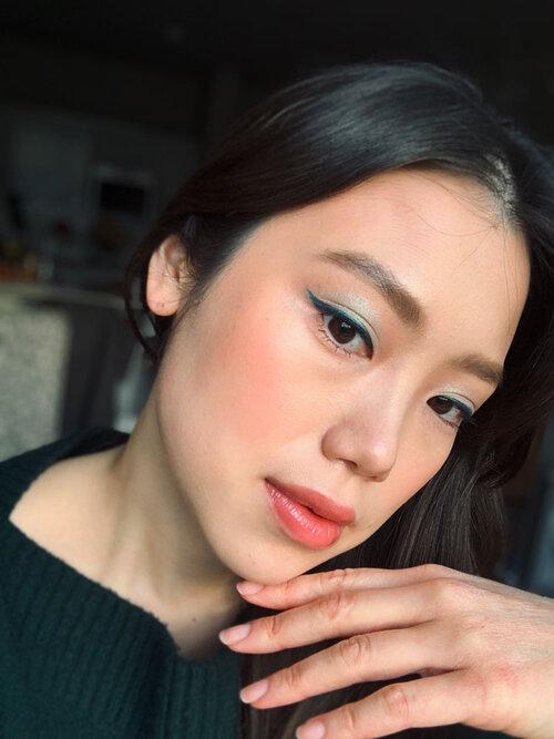 Blue eye makeup