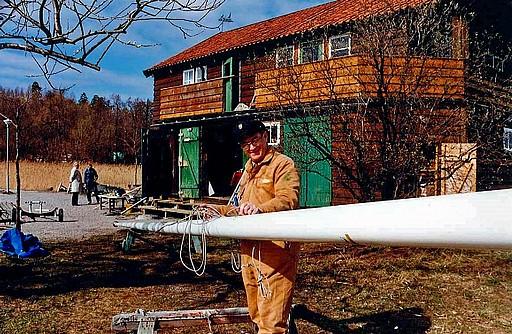 Ragnar tar hand om flaggstången, 31 mars 1990