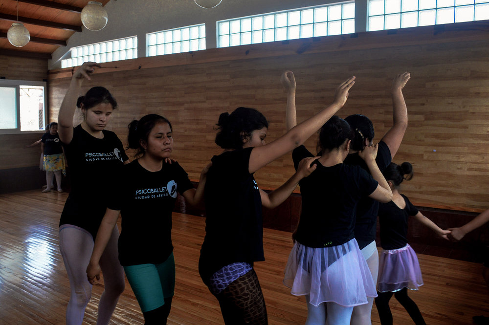 The girls rehearse part of a dance during a Psicoballet class le