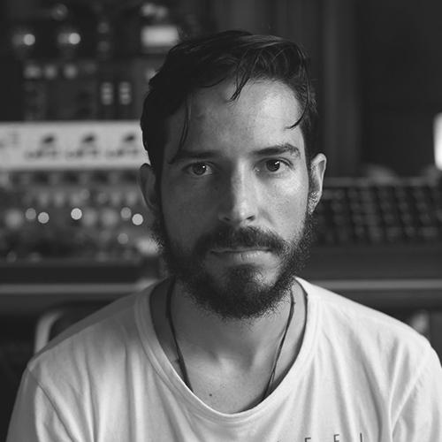 Alex Merodio - RED BULL MUSIC ACADEMY / FLOATING POINT- MÚSICO, PRODUCTOR E INGENIERO CON MÁS DE 15 AÑOS DE TRAYECTORIA. DIPLOMA EN PRODUCCIÓN DE AUDIO POR EL BANFF CENTRE EN CANADÁ.- APRENDIÓ DE LA MANO DE PROFESIONALES COMO BRUCE SWEDIEN (INGENIERO DEL DISCO