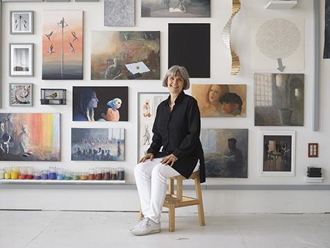 Nina Sten-Knudsen i atelieret. Foto: Anders Sune Berg