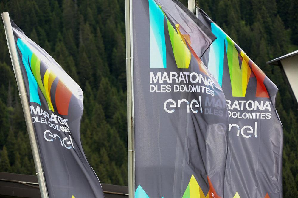 maratona-dolomites-flags.jpg