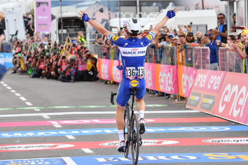 italy-bike-tours-seven-day-finish-line.JPG