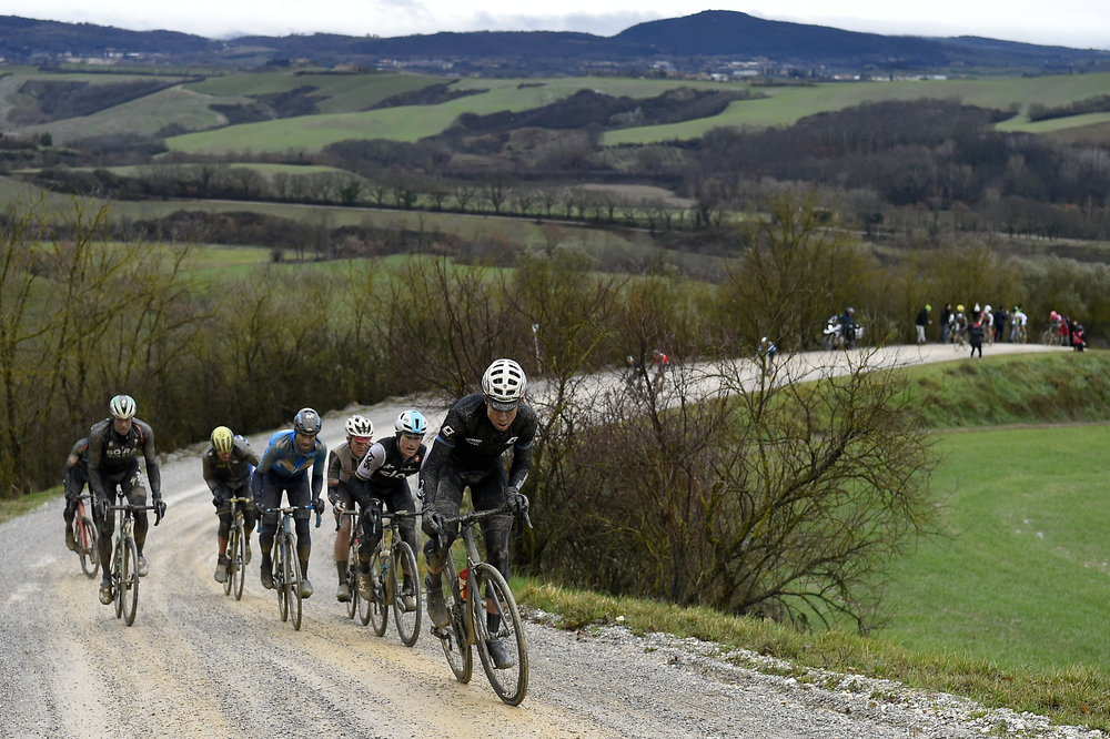 italy-bike-tours-strade-bianche-competitors.JPG