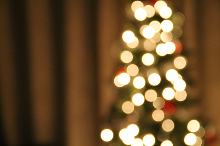 christmas-tree-bokeh-lights.jpg