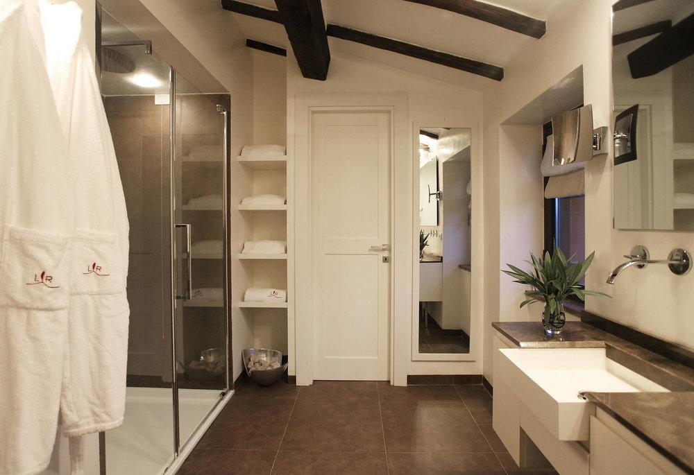 Home-camere-Junior-suite-3.jpg