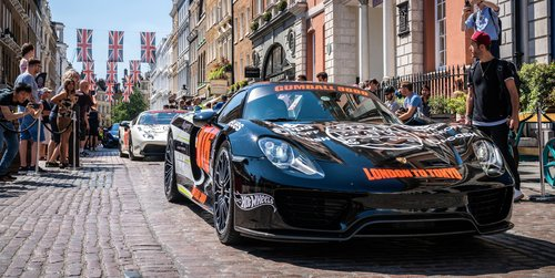 The Porsche 918 Spyder is the fastest accelerating production road car on Earth (0-100 km).