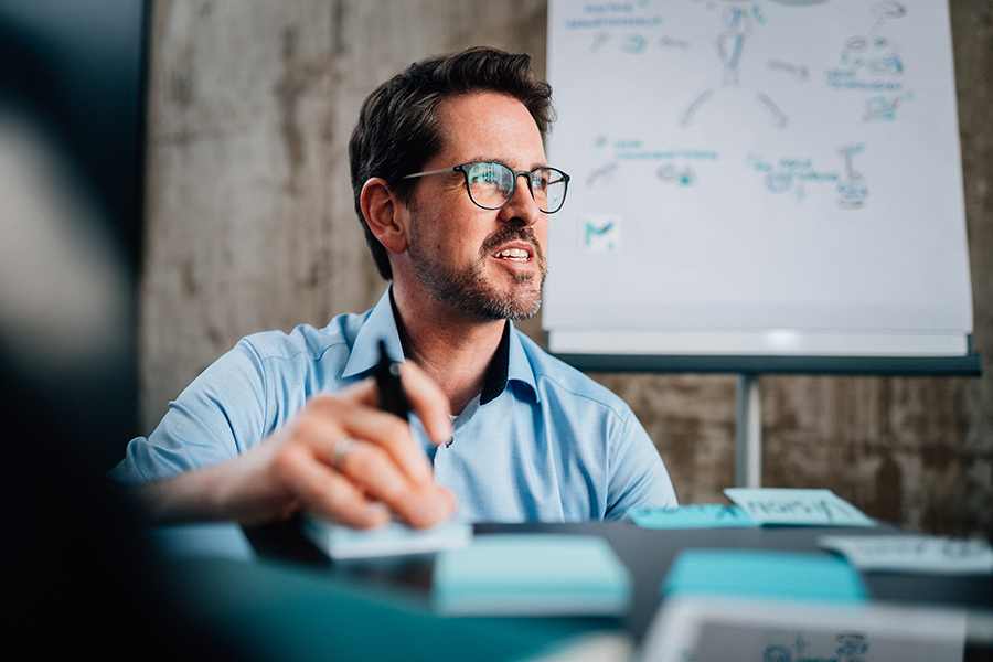 MARCO BENNINHAUS   Diplom-Kaufmann (Univ.)  Gründer und Geschäftsführer  momentus digital GmbH