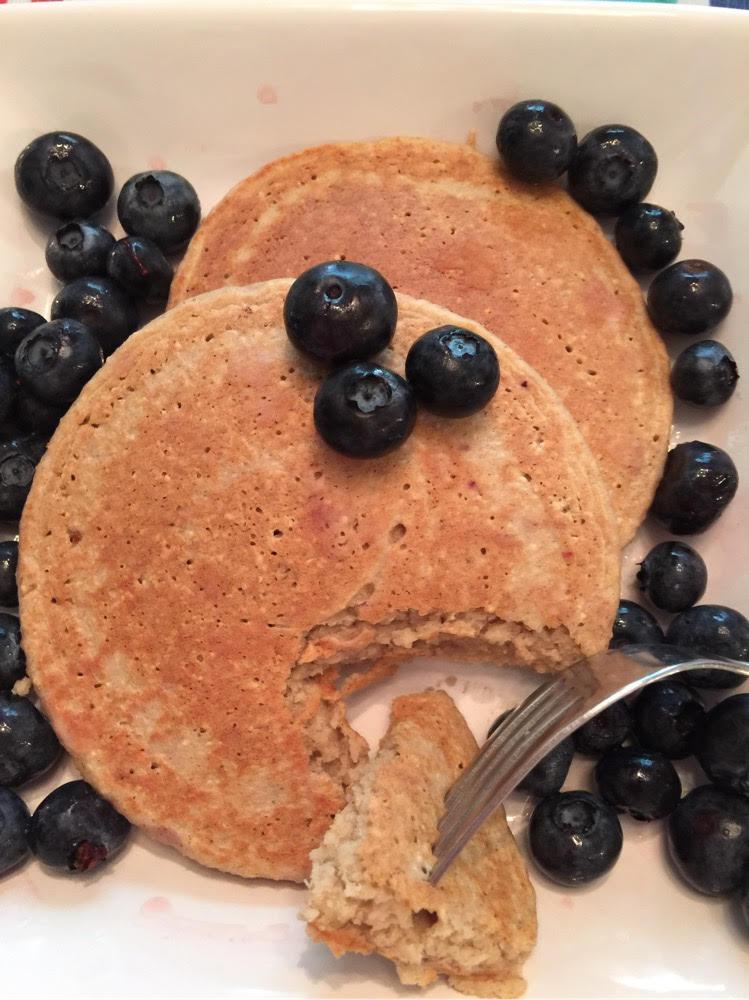 banana oat pancakes by tiffany
