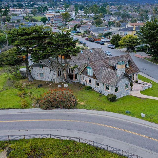 This house is almost out of a fairy tale! #santacruzhomes #santacruz #santacruzdrone #housebythesea