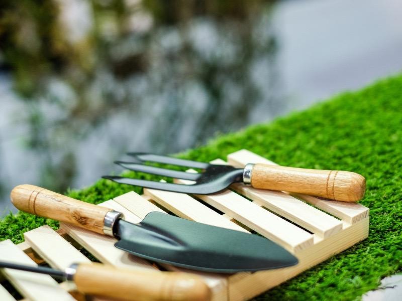 gardening-tools.jpg