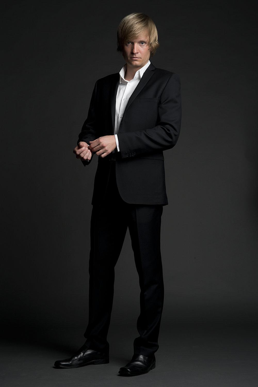 Antti_Hakala_smart_suit.jpg