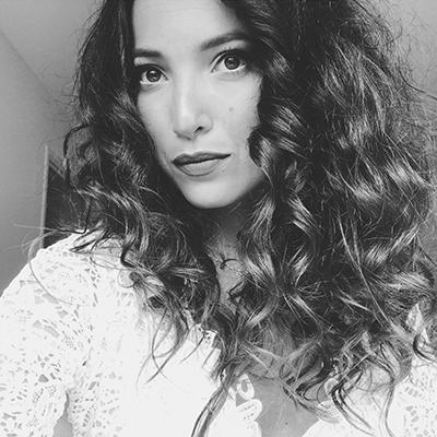 jessye - Je suis maquilleuse professionnelle diplômée de l'école Makeup forever, je propose également mes services de coiffure et d'onglerie (Shellac). Je me déplace dans toute la région Paca.