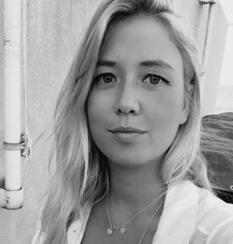 jade - Je suis une spécialiste diplômée en extension de cils, passionnée par mon travail j'utilise uniquement des cils de soie et un matériel de qualité.Je vous reçois à mon domicile dans le 7ème arrondissement de Marseille