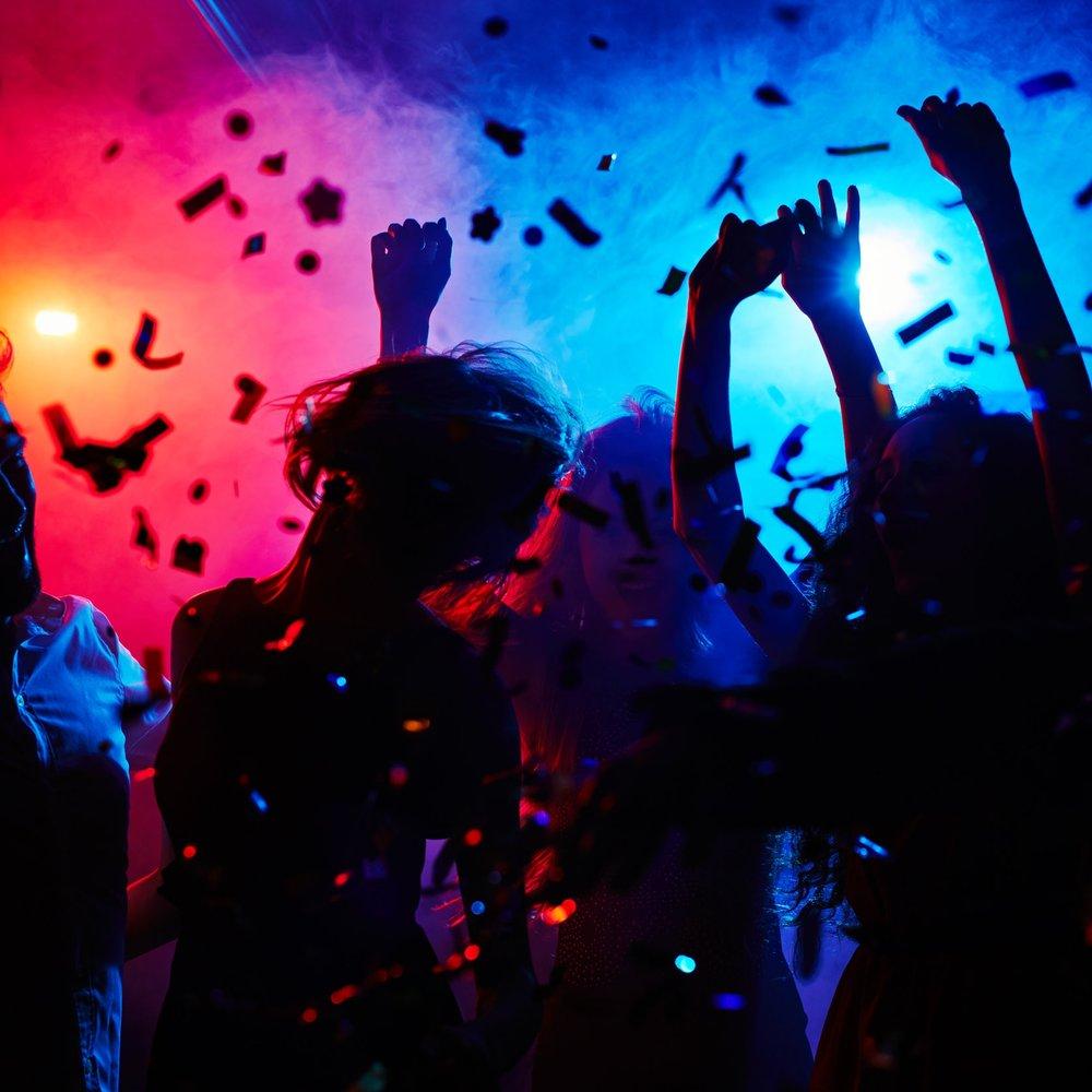 DJ - Inta dansgolvet och visa dina allra vassaste 80tals-moves till klassiker från bl.a. Irene Cara, Bon Jovi och Michael Jackson! Emilie levererar de allra största dans-låtarna som sedan sina storhetsdagar fortfarande fyller dansgolvet med råge!