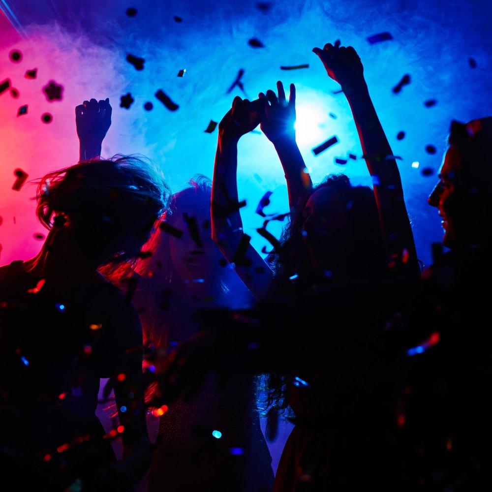 DJ - Direkt efter showen levererar kvällens DJ hits från både dåtid och nutid. Dansa loss till både disco, rock, pop, latino och house!