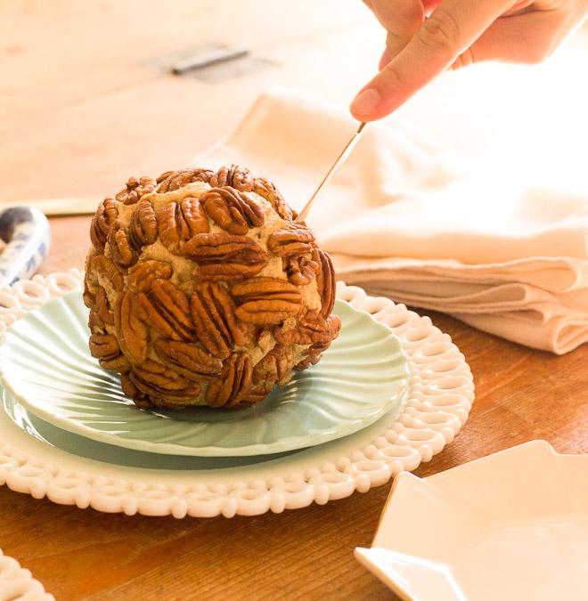 Thanksgiving Cheeseball Cutting (1 of 1)