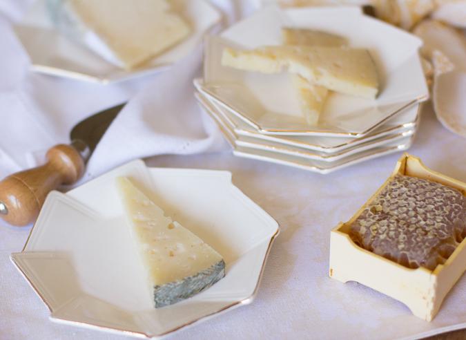 Dama Sagrada cheese with honeycomb