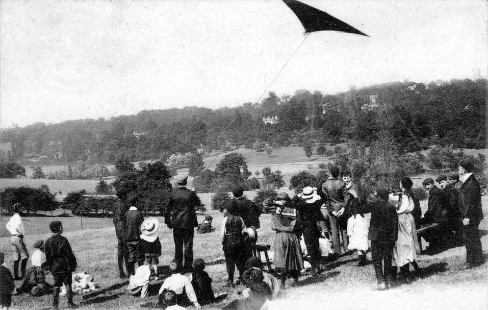1900s+Kite+Flying%2C+Parliament+Hill+Fields.jpg