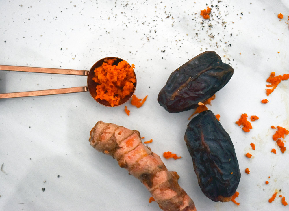 dates, turmeric, & a sprinkle of black pepper - make a weirdly delicious & anti-inflammatory drink