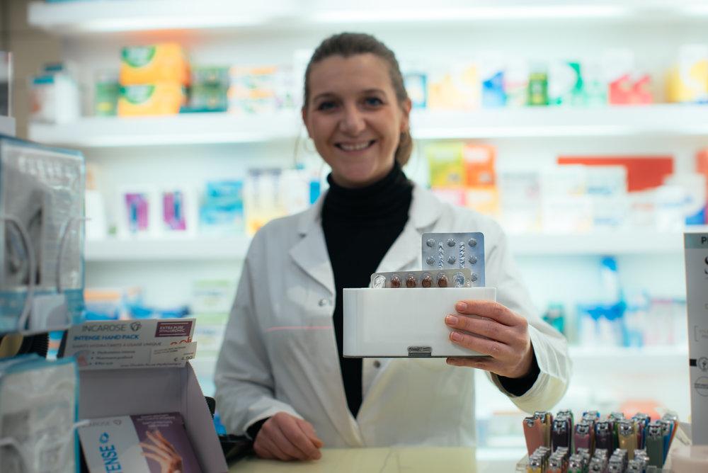 """Fabienne Parmentier, pharmacienne à Liège - """"P-Heal est un assistant fiable à proposer à tous mes patients souffrant d'une maladie chronique. Voici enfin une solution concrète pour atteindre ensemble les objectifs de santé."""""""