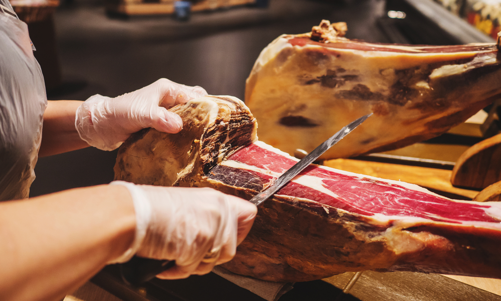 Iberian ham & Tapas Tour - Join our guide on an evening full of flavors and learn all about Iberian ham production, tasting and cutting.
