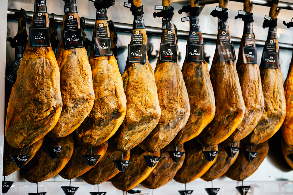 Participate in a gourmet experience at the heart of Spanish tapas culture. - Taste the best premium Iberian Ham you can find in Spain.