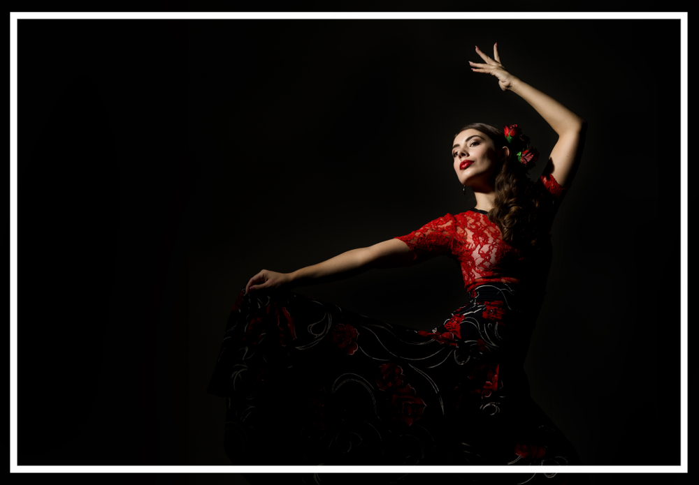 Embark on an evening of flavors and colors… - Discover Sevilla by night, its vibrant tapas culture and its amazing Flamenco shows.