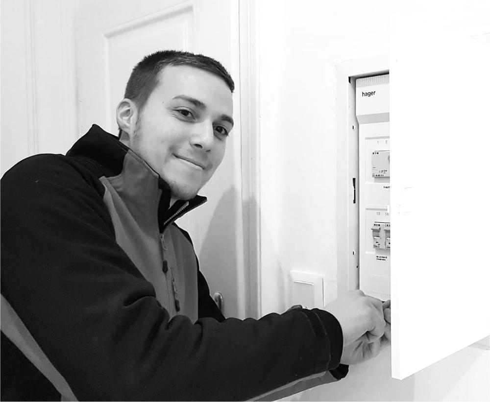 Baudisch Stefan  Jungmonteur, der ebenfalls die Lehre mit Zusatzmodul Gebäudetechnik bei uns absolviert hat und nun unser Team tatkräftig unterstützt.