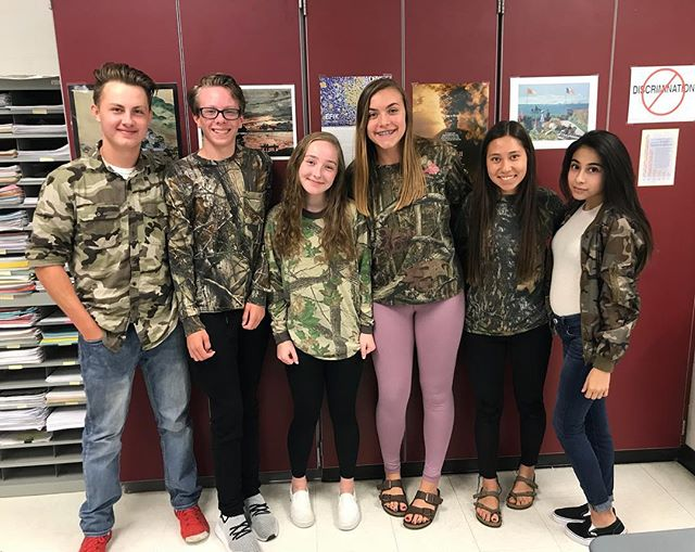 If only you could see us💚🖤🧡 #cougarnationnews #camo #youcantseeus #spirit #spiritweek #camothursday