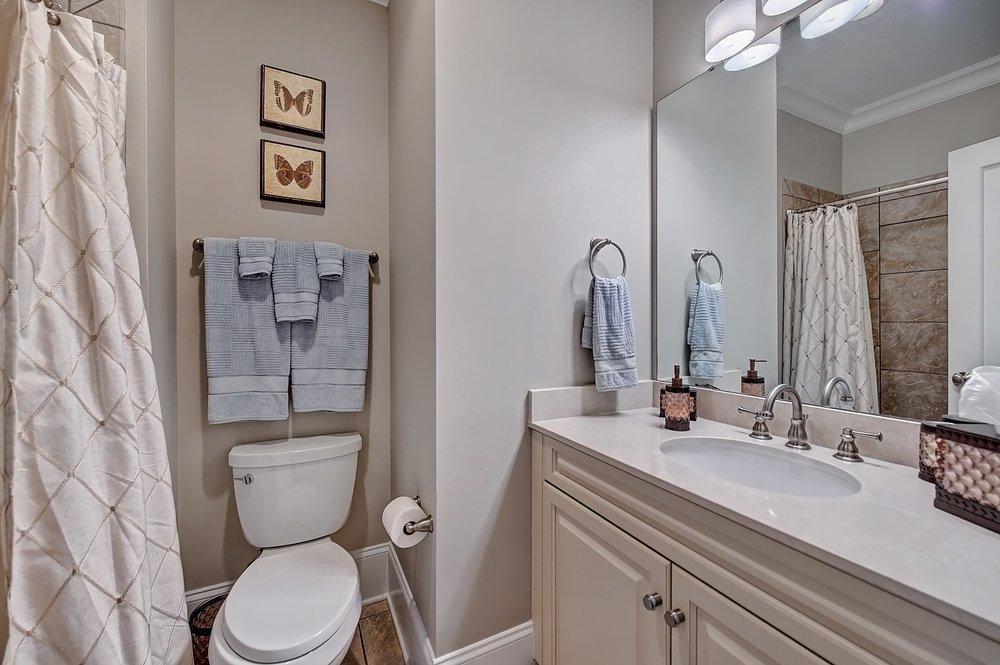 041_Bathroom .jpg