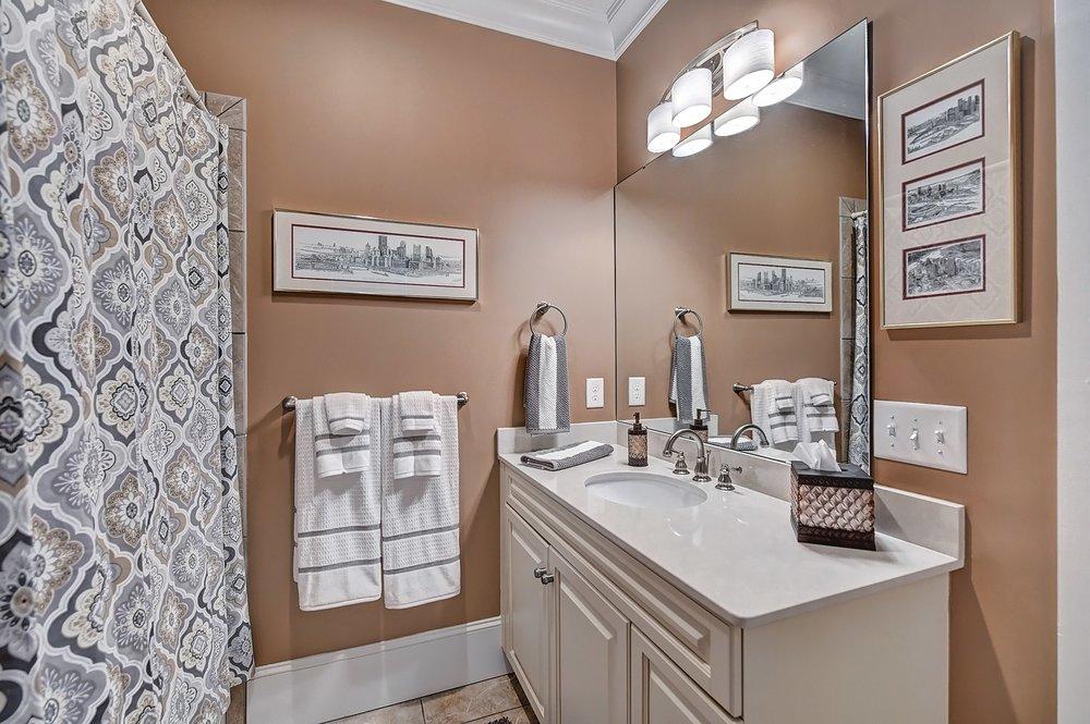 046_Bathroom .jpg