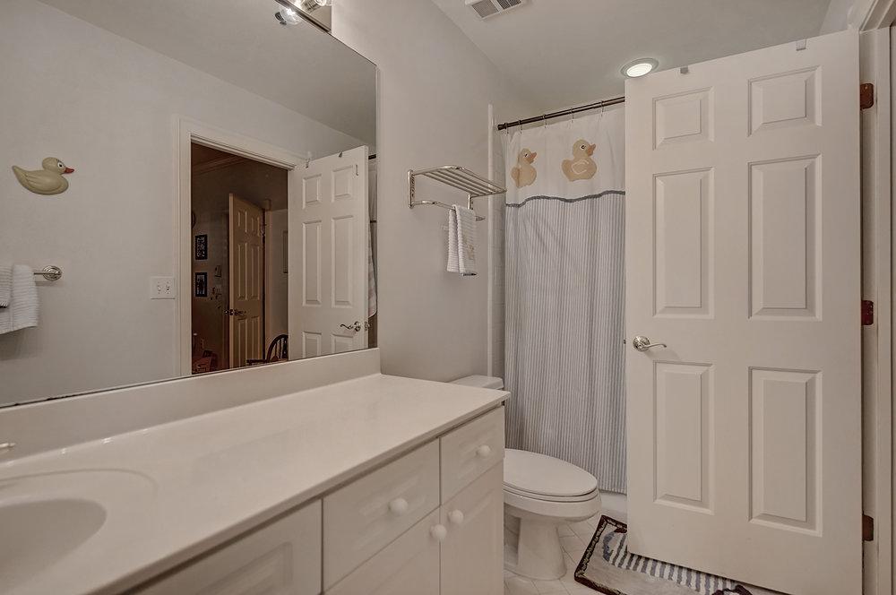 Iveys Bathroom 2.jpg
