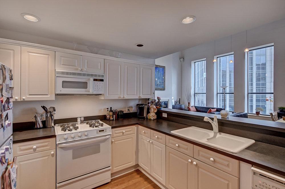 Iveys Kitchen 2.jpg