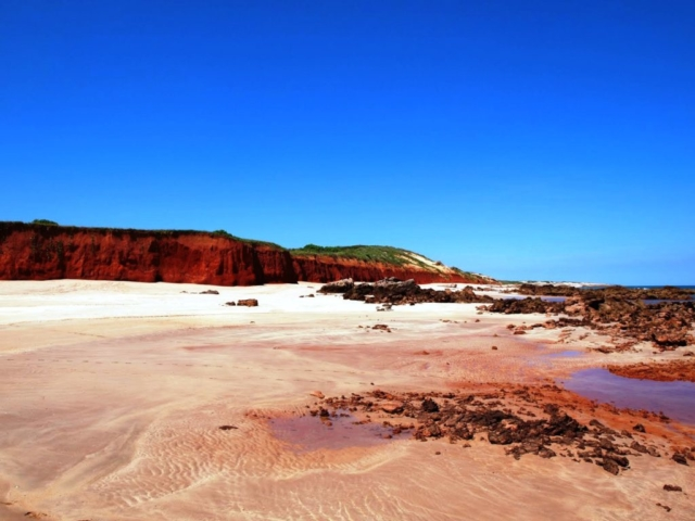 rugged-coastline-1024x768-640x480.jpg