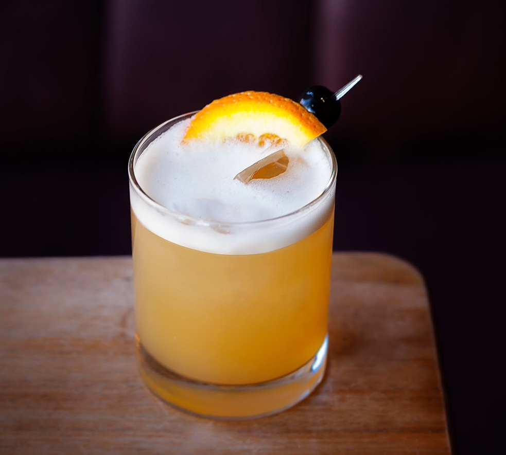 The delicious clubby Whiskey (or Whisky) Sour - Newt week on Chrystal.eu