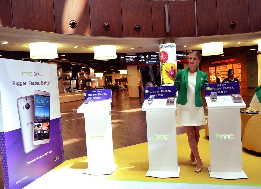 HTC 10x10m Podium, Star Atrium, Dubai Mall.JPG