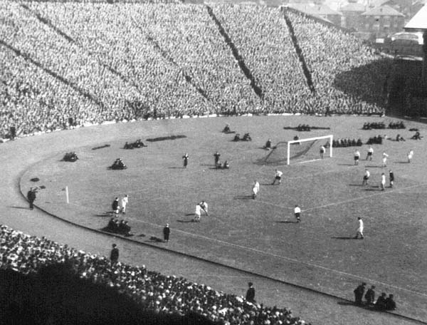 Scottish Cup Final at Hapden 1955.jpg
