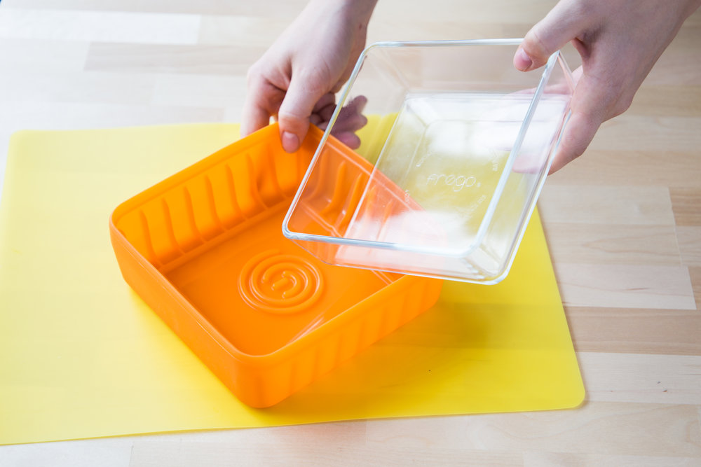 You can write on your Frego food containers with Dry Erase Markers!