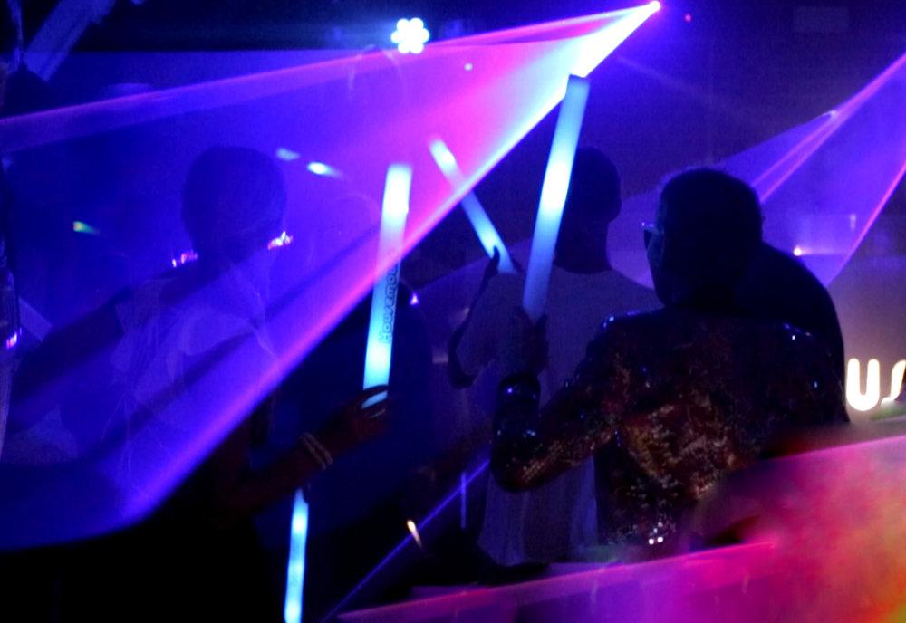 HM3 Kirst+Bine Glowsticks.jpg